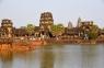 Haupteingang Angkor Wat mit Wassergraben.